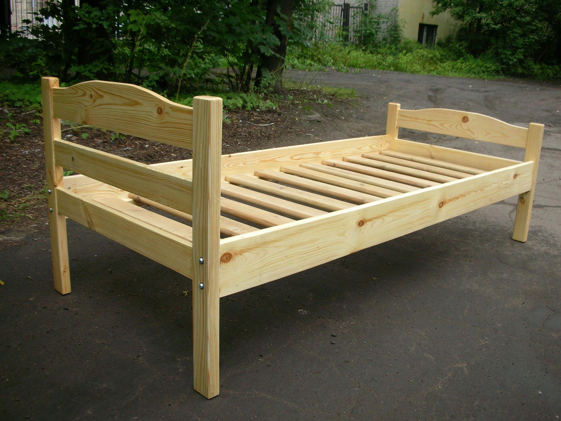 Лакированная кровать