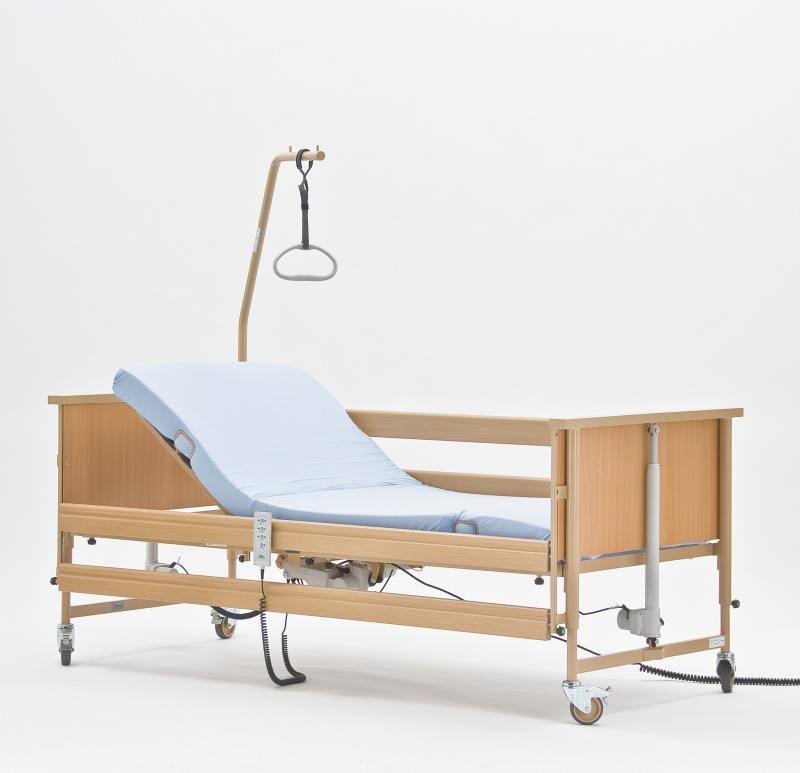Медицинские кровати для инвалидов с подъемным механизмом решают множество задач