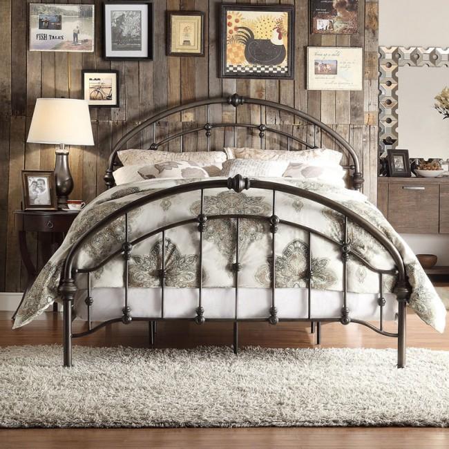 Металлическая кровать станет достойным украшением любой спальни