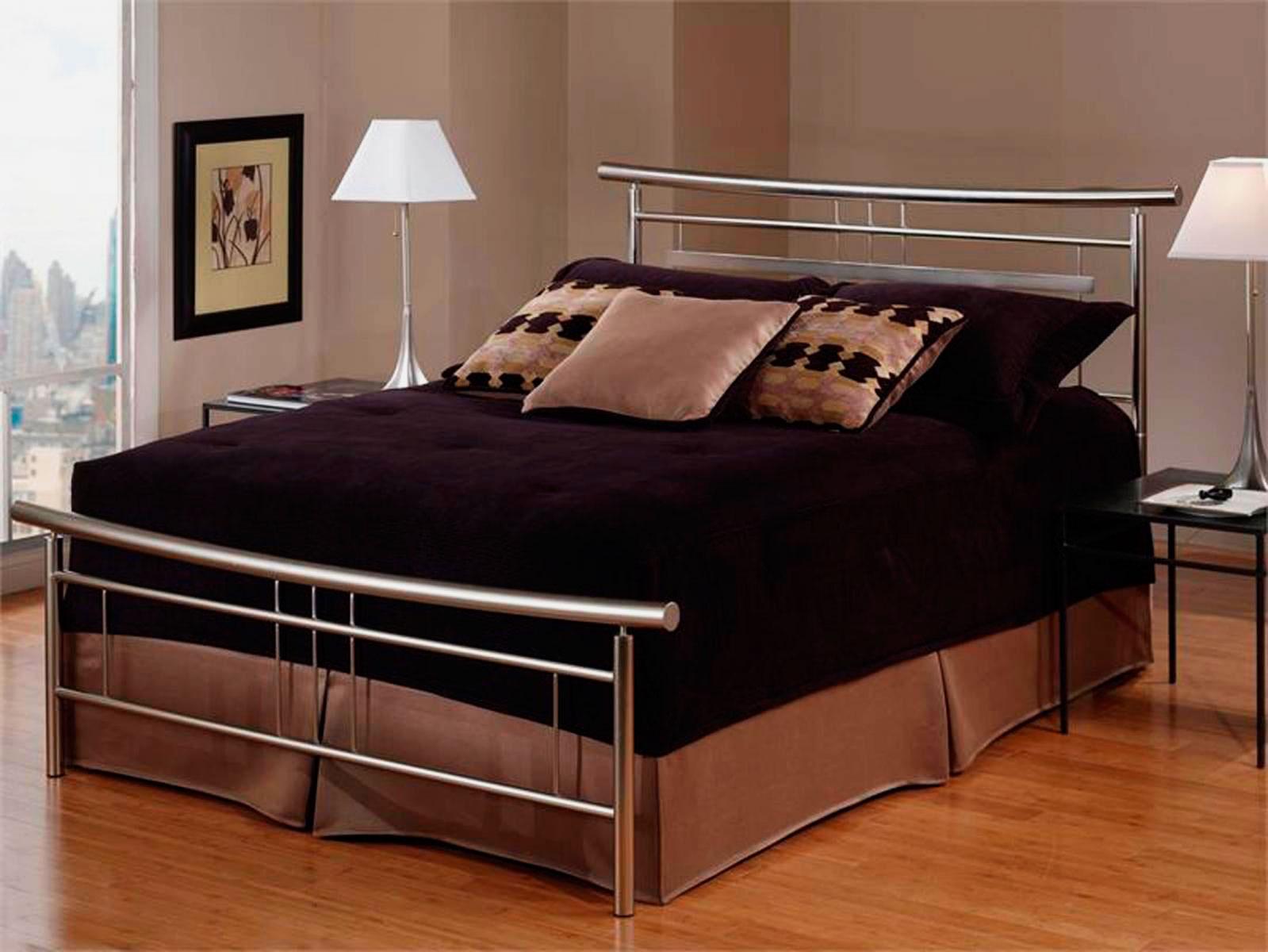 Металлические изголовье и изножье кровати