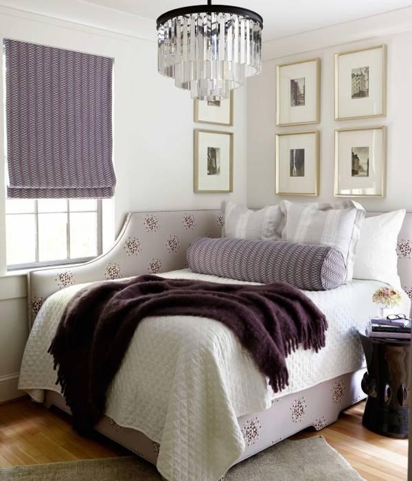 Мягкая белая кровать для дома
