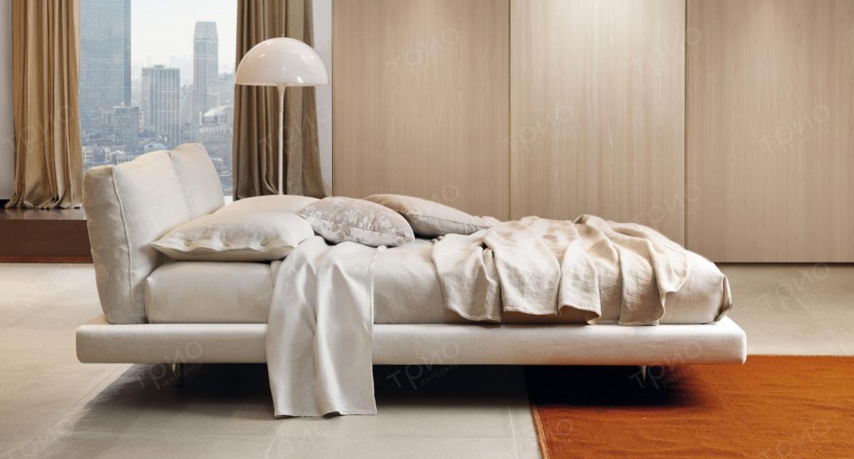 Мякгое покрытие кровати