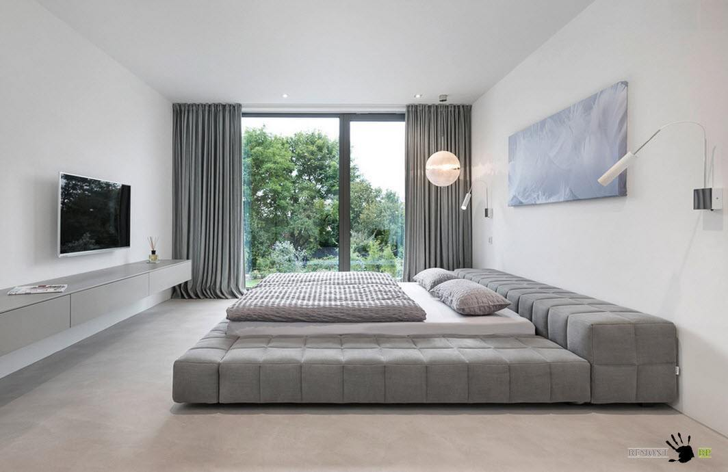 Огромная мягкая кровать
