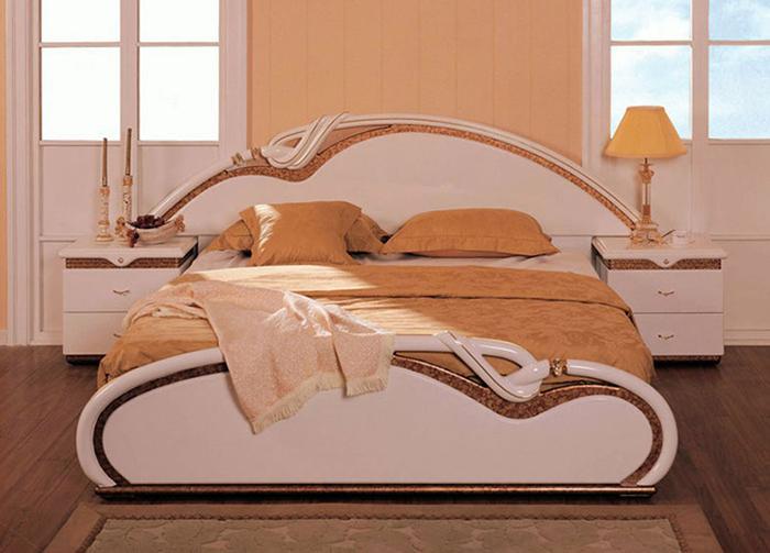 Отличное сочетание классики и модерна в дизайне кровати