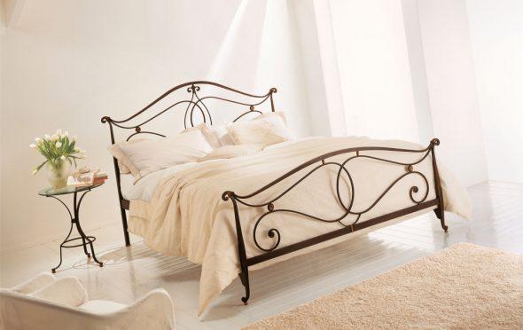 Плоское изголовье кровати