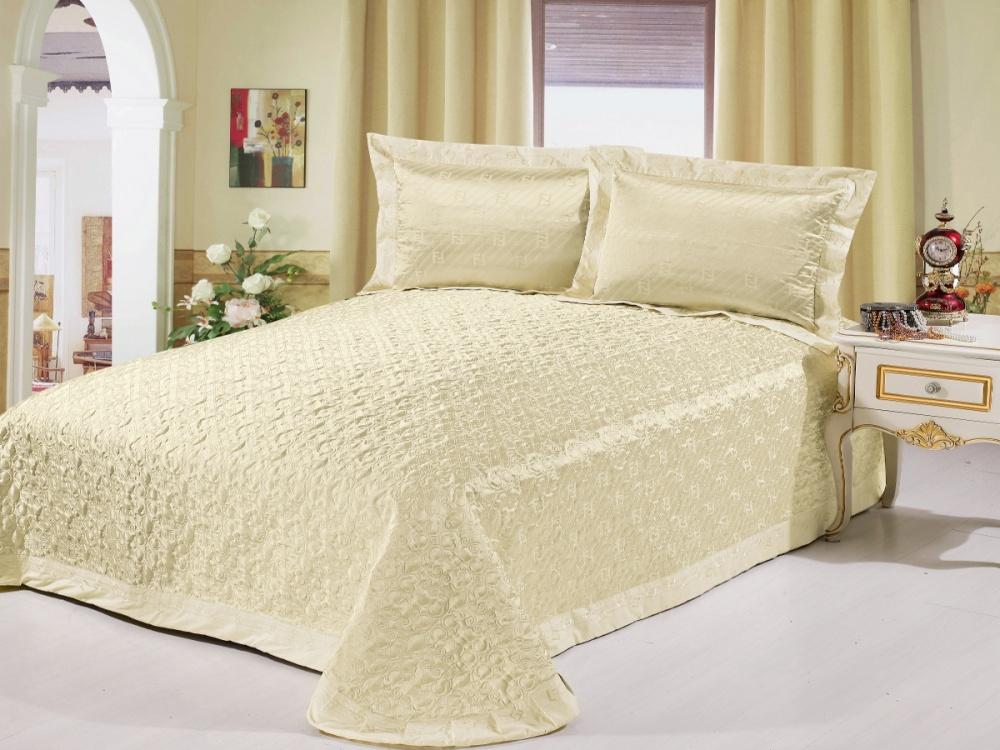 Plyusy-tkani-zhakkard-dlya-doma Как выбрать покрывало на кровать в спальню: фото новинки