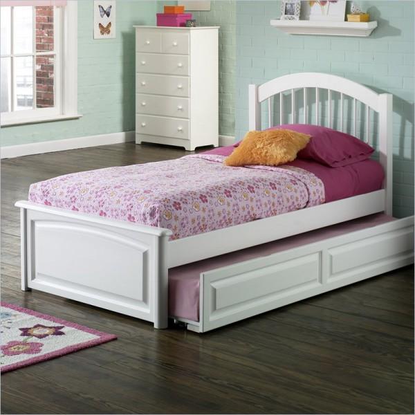 Навес над кроватью в комнате девочки