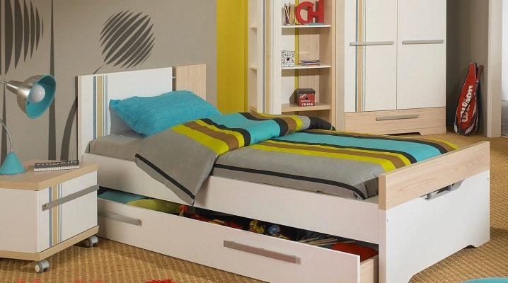 Подростковая кровать с ящиками белого цвета