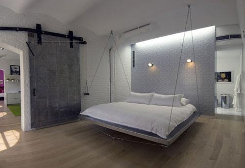 Подвесная кровать — для хай-тека нет ничего невозможного