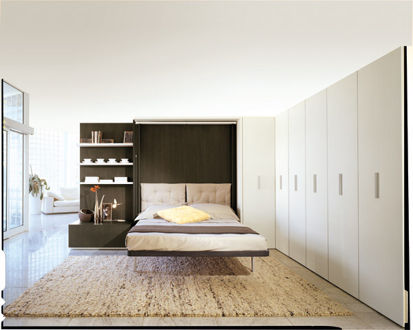 Приятный интерьер спальни с откидной кроватью