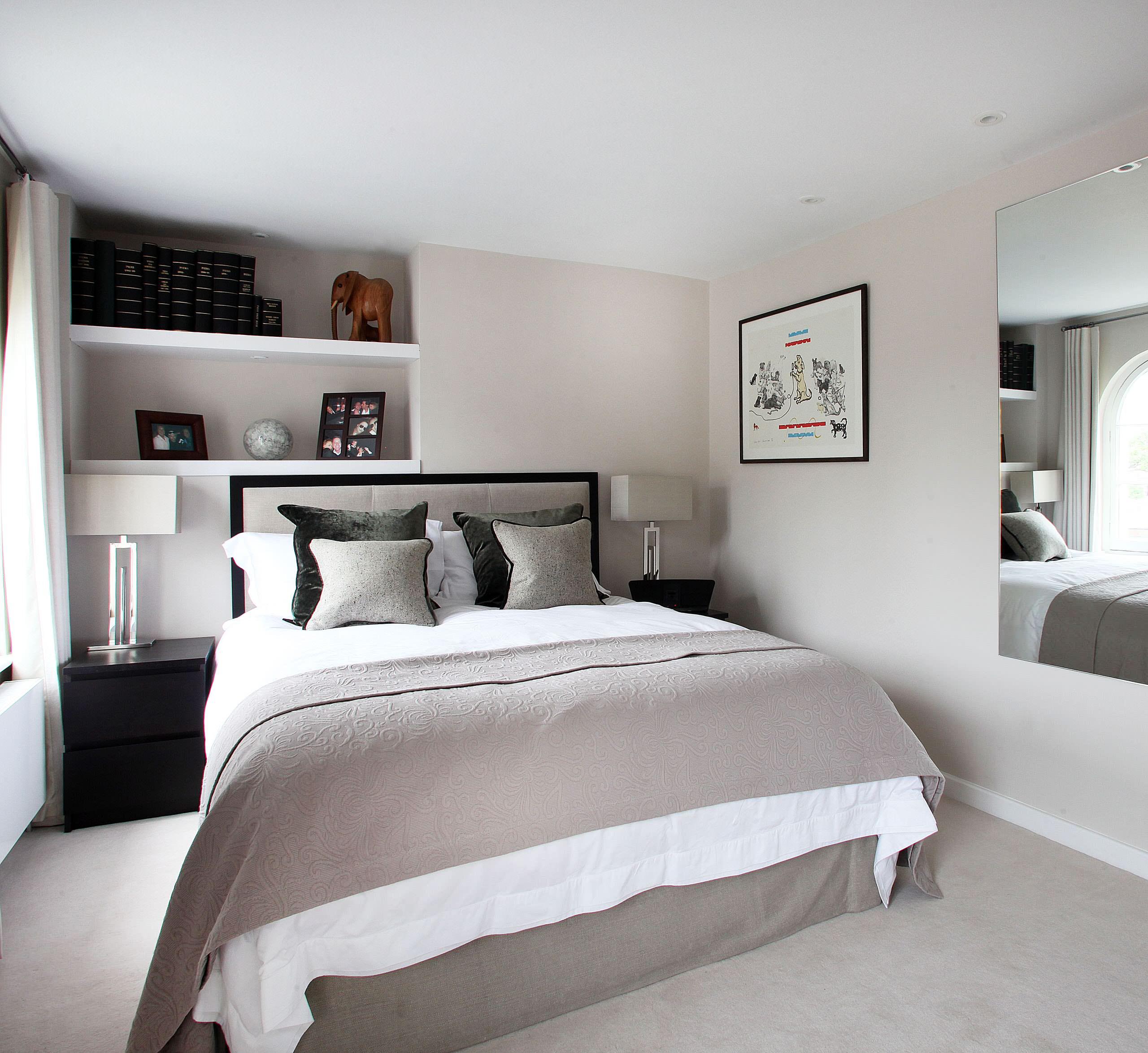 Пространство вокруг двуспальной кровати