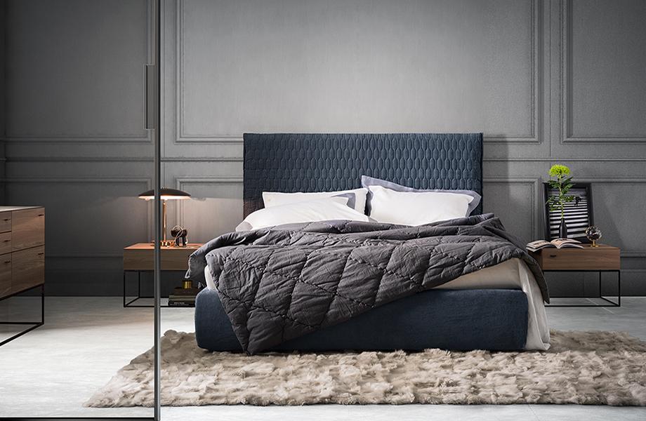 Синяя мягкая кровать