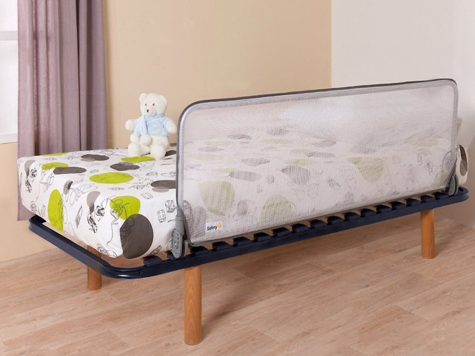 Складной барьер с сеткой для кровати