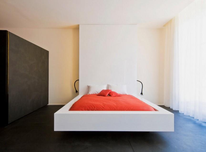 Сложность оформления этой комнаты заключалась в её нестандартной форме