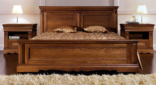Спальное ложе из натурального дерева