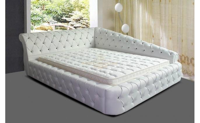 Стеганая просторная кровать