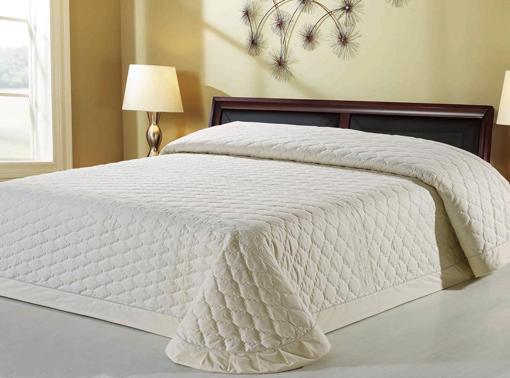 Стеганое покрывало на кровать