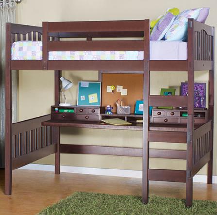 Темная деревянная двухъярусная кровать