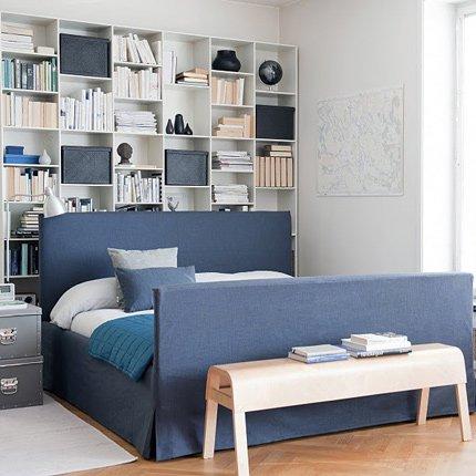 Темно-синяя кровать
