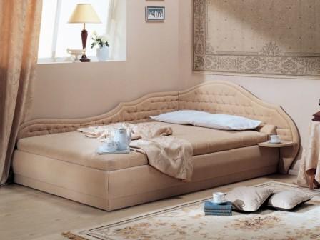 Удобная кровать угловой формы