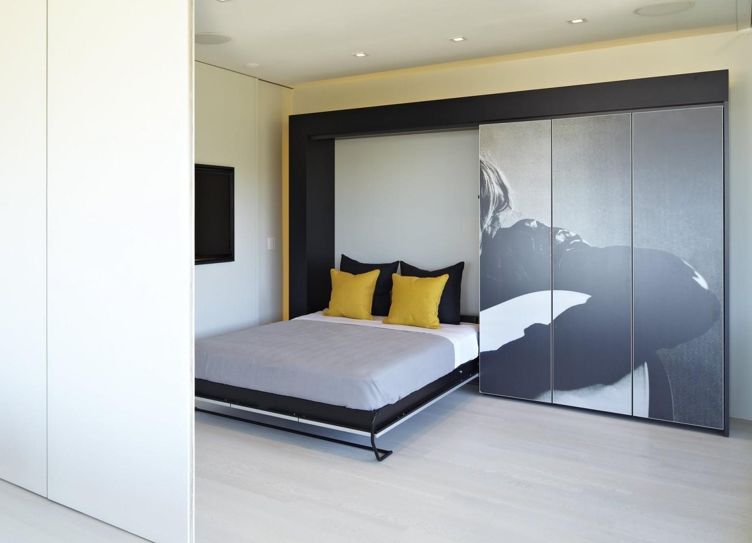 Удобная встроенная кровать в шкаф