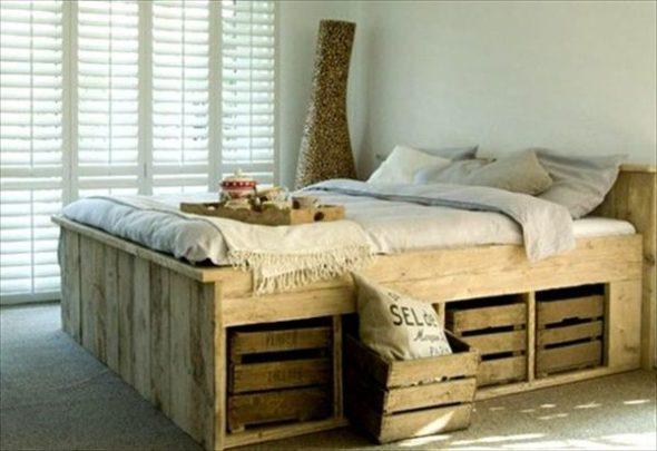 Высокая и практичная кровать из паллет с выдвижными ящиками