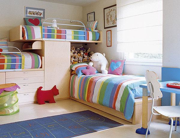 Яркая и уютная детская комната для троих детей