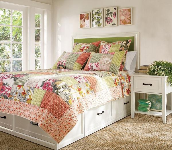 Яркие принты в спальне