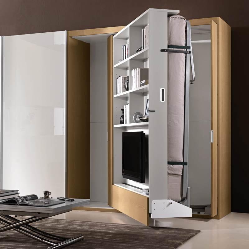Зона с телевизором трансформируется в кровать
