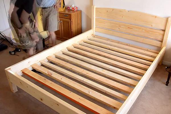 Делаем кровать своими руками из дерева