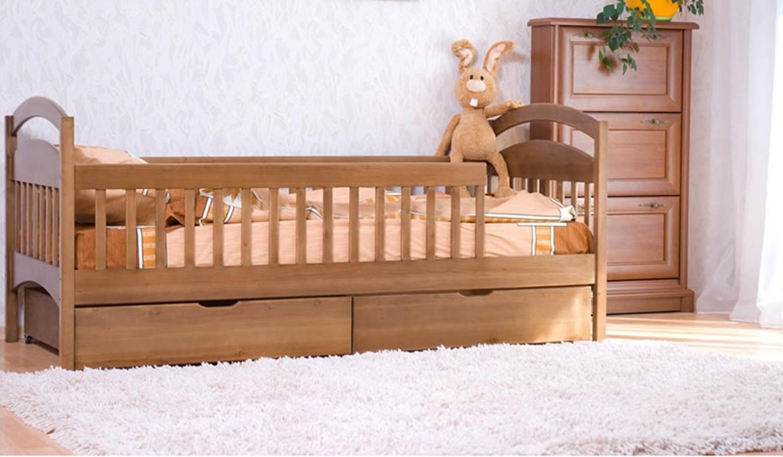 Деревянная кровать для ребенка от 2-х лет