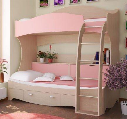 Два яруса кровати для комнаты девочки розового цвета