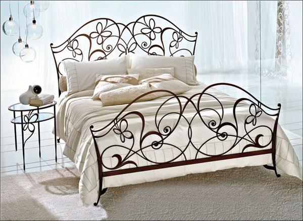 Элегантная кованная кровать