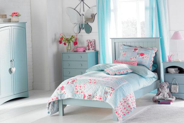 Голубые оттенки дизайна комнаты девочки