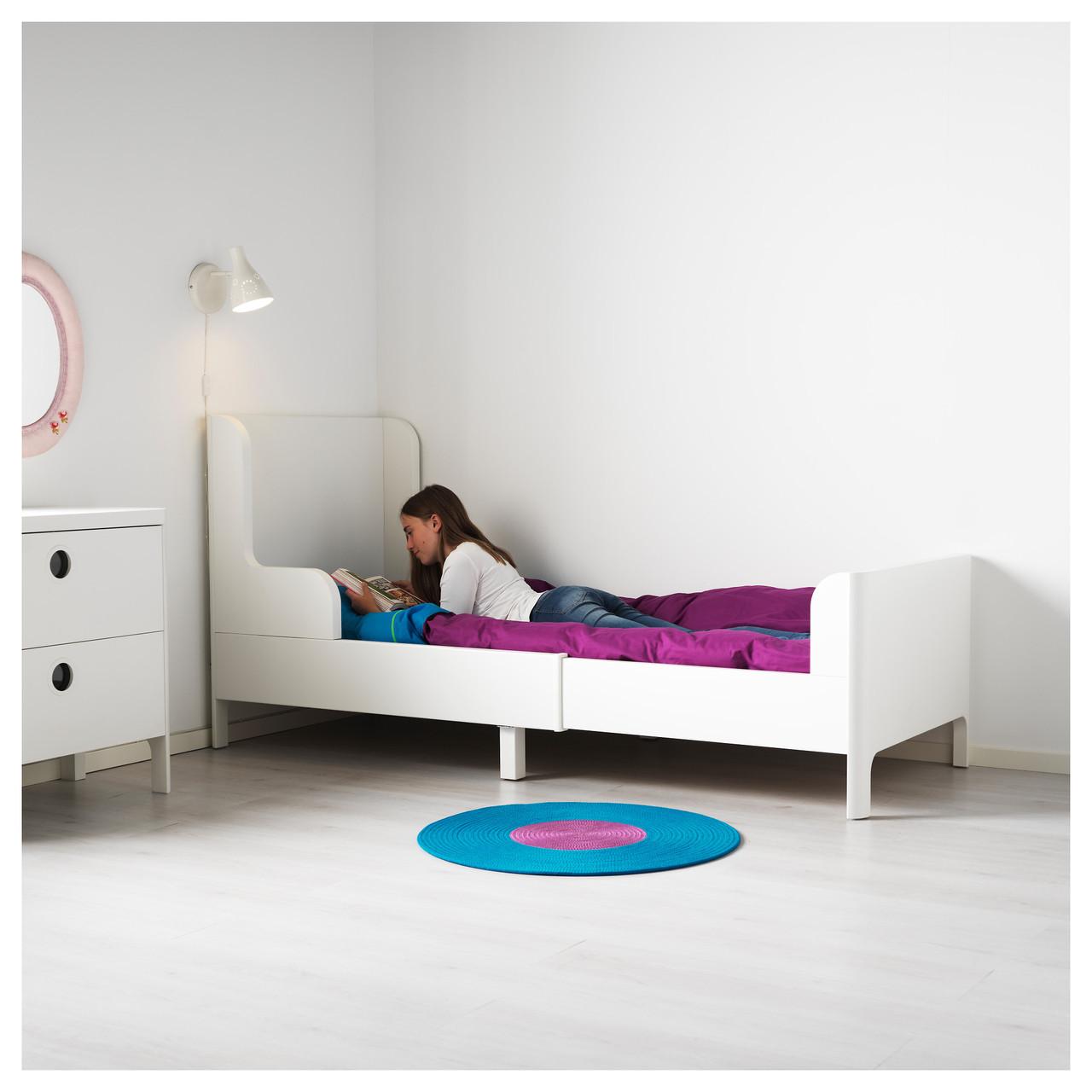 Интерьер комнаты ребенка белого цвета