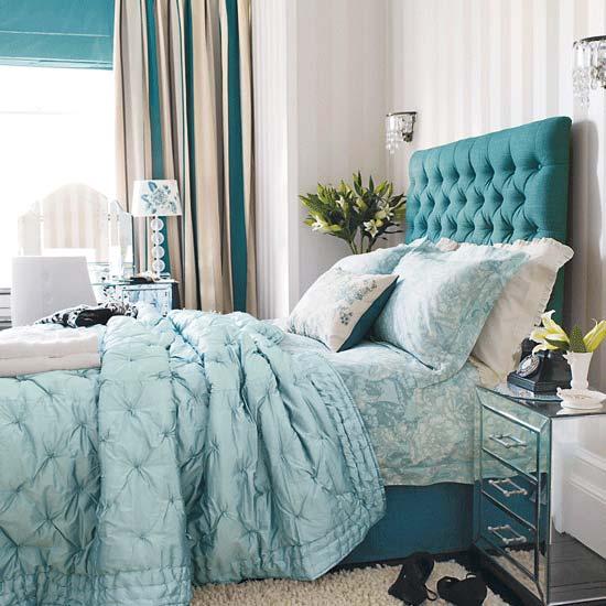 Изыканное изголовье современной кровати