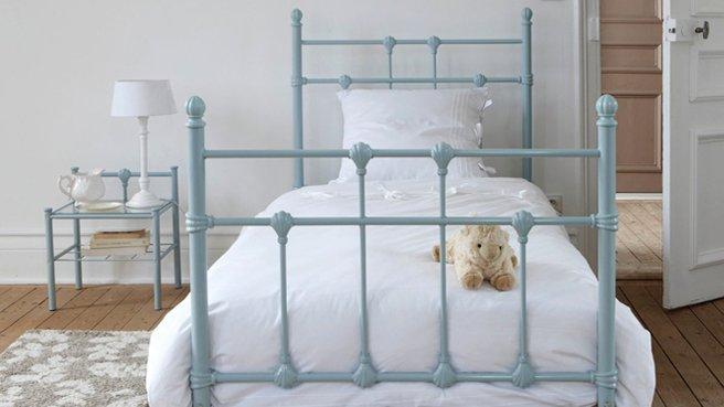 Кованые односпальные кровати в стиле ретро