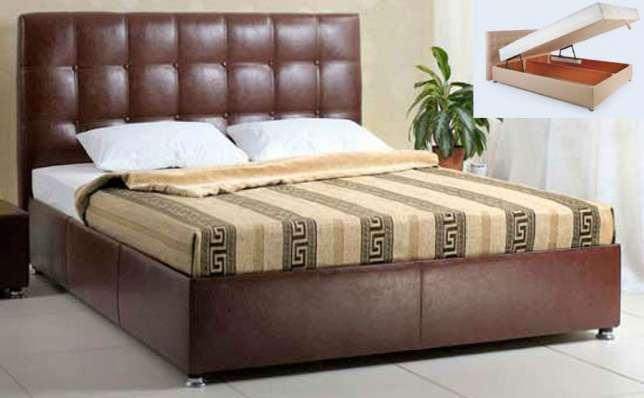 Кожаная красивая кровать