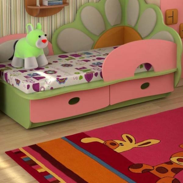 Кровать детская для девочки с защитным бортиком