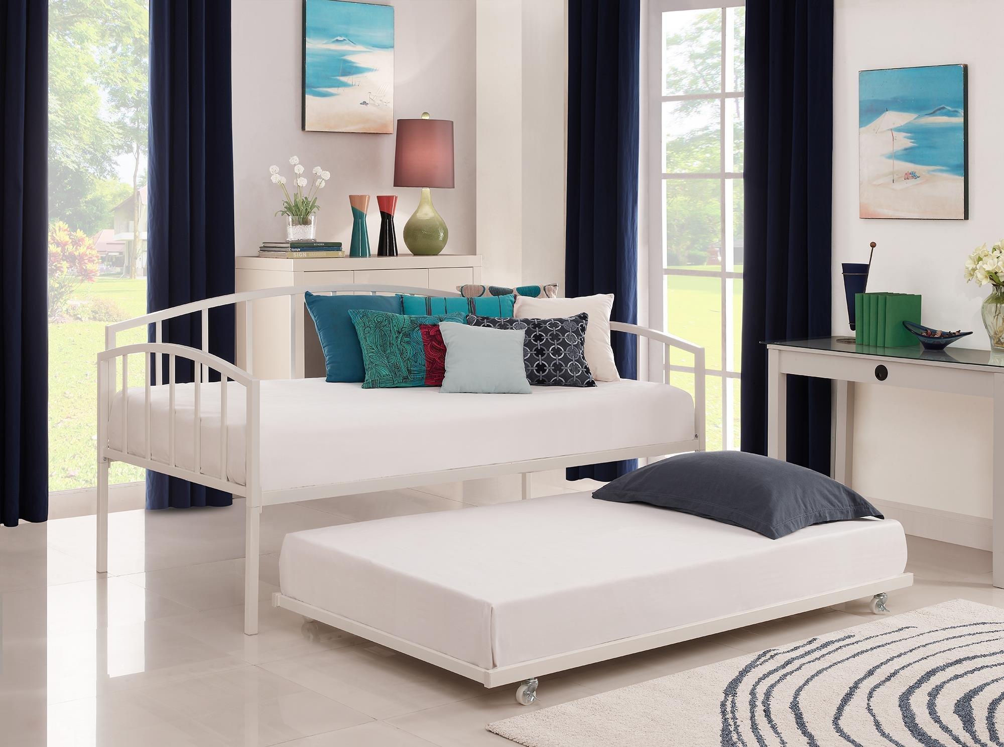 Кровать на колесиках