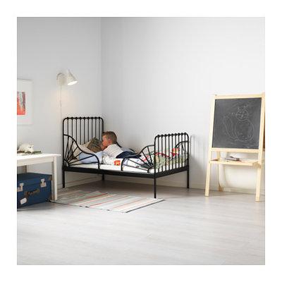 Кровать на основе металла черного цвета