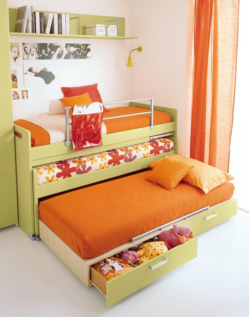 Кровать с двумя выдвижными спальными местами и шухлядами для игрушек