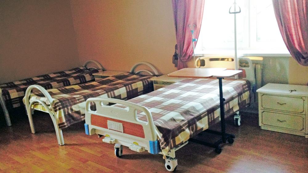 Медицинская кровать с электроприводом функциональная