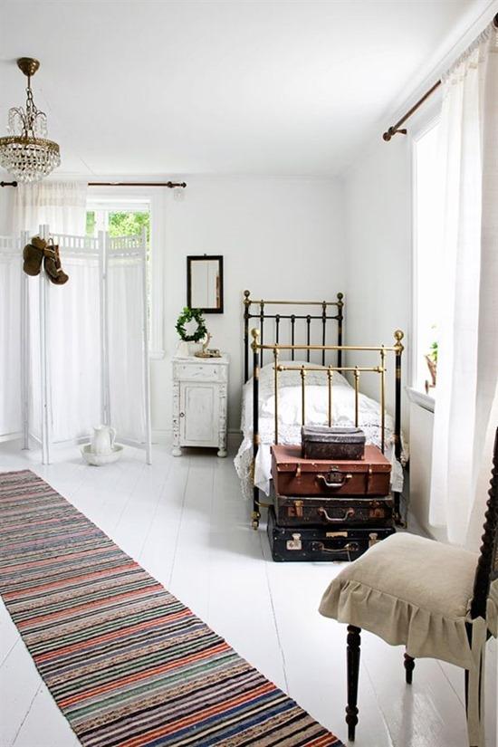 Металлические предметы мебели для спальни