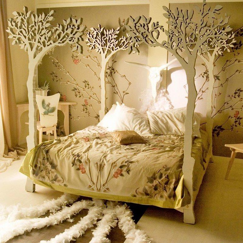 Необычная кровать на основе фанеры