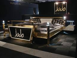 Необычный дизайн мебели Steel Style Gold Bed