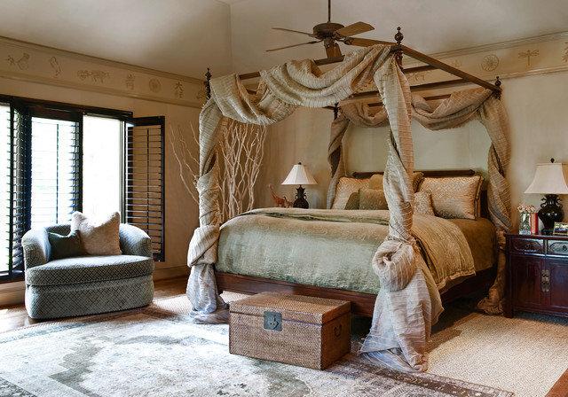 Очень красивая кровать с балдахином