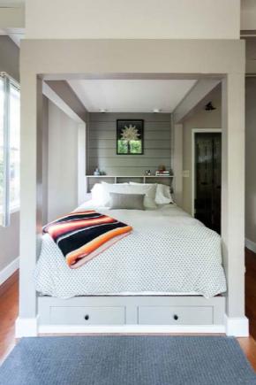 Односпальная кровать с ящиками белого цвета
