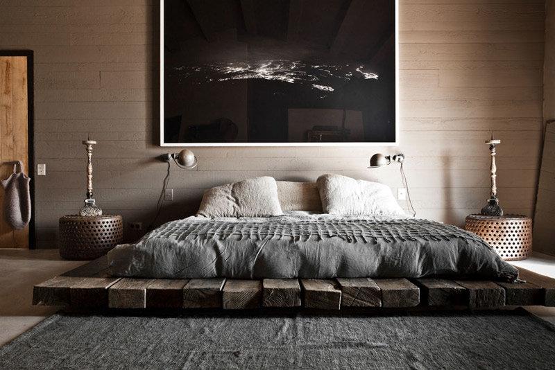 Оригинальная и красивая кровать на основе деревянных брусьев