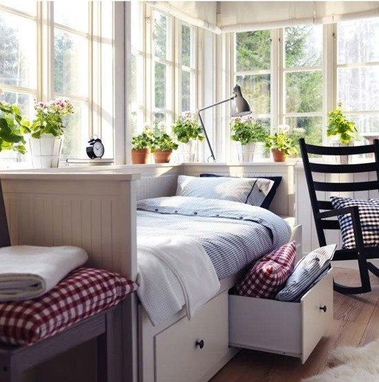 Практичное спальное место с большими ящиками